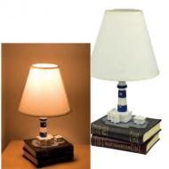 Lampada da tavolo; base due libri in resina dipinta a mano aspetto copertine